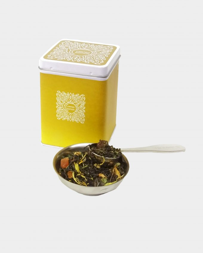 Theeblikje met zwarte thee sinaasappel theesoorten