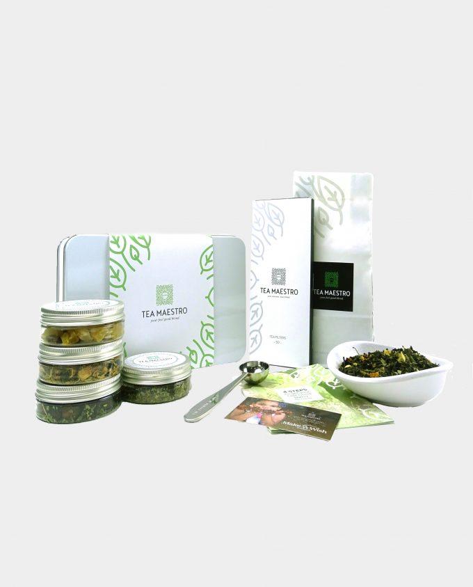 Thee geschenkset met groene thee jasmijn, vier smaakmakers, een thee maatlepel, een doosje met theefilters en een instructiekaart.