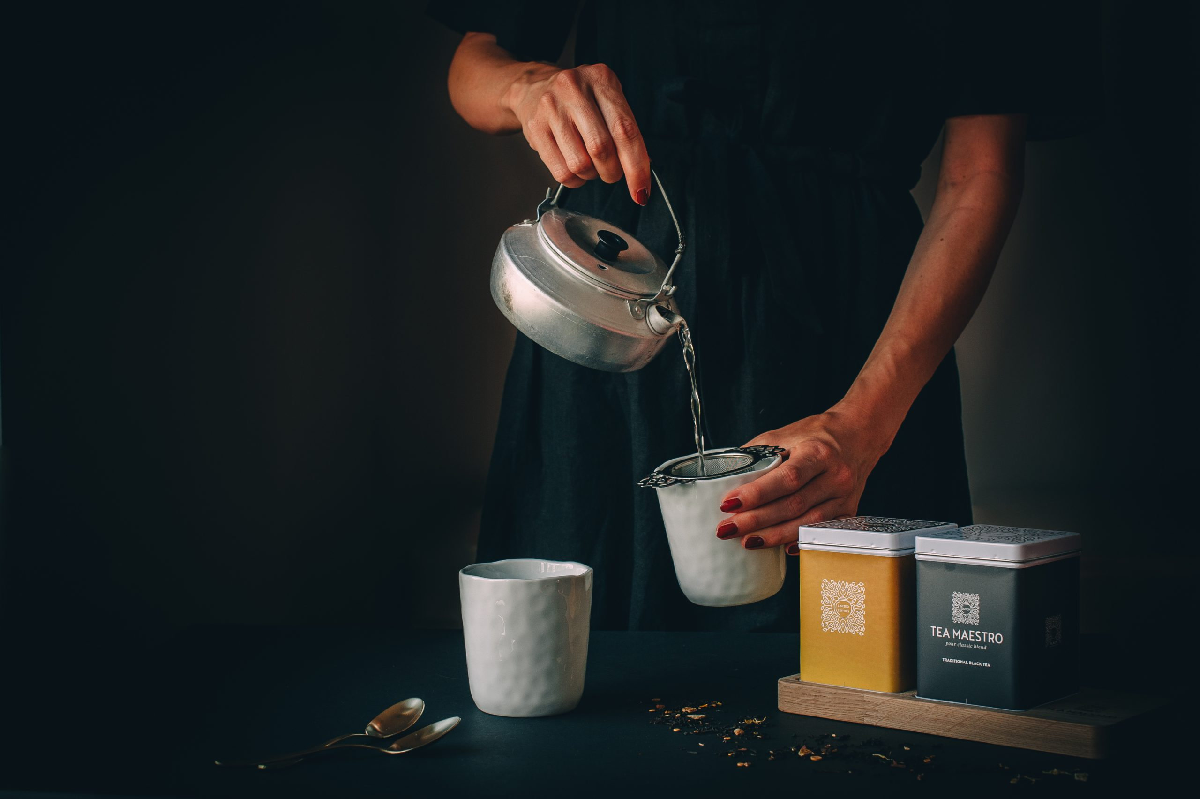 Kopje thee inschenken