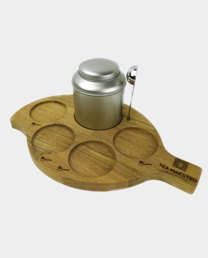 thee plateau met zilveren theeblikje en thee maatlepel