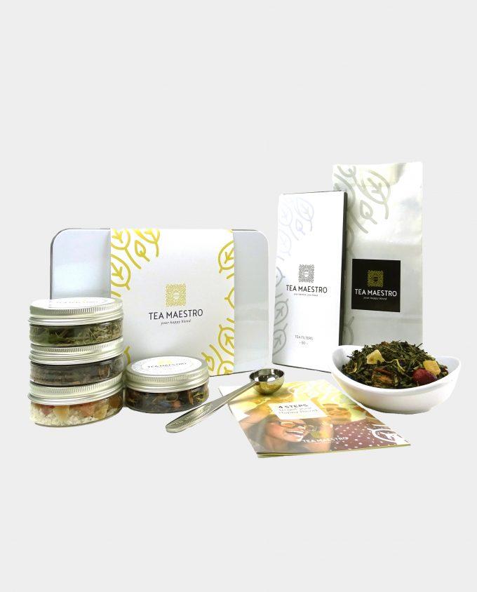 Thee geschenkset met witte en groene thee, vier smaakmakers, een thee maatlepel, een doosje met theefilters en een instructiekaart.